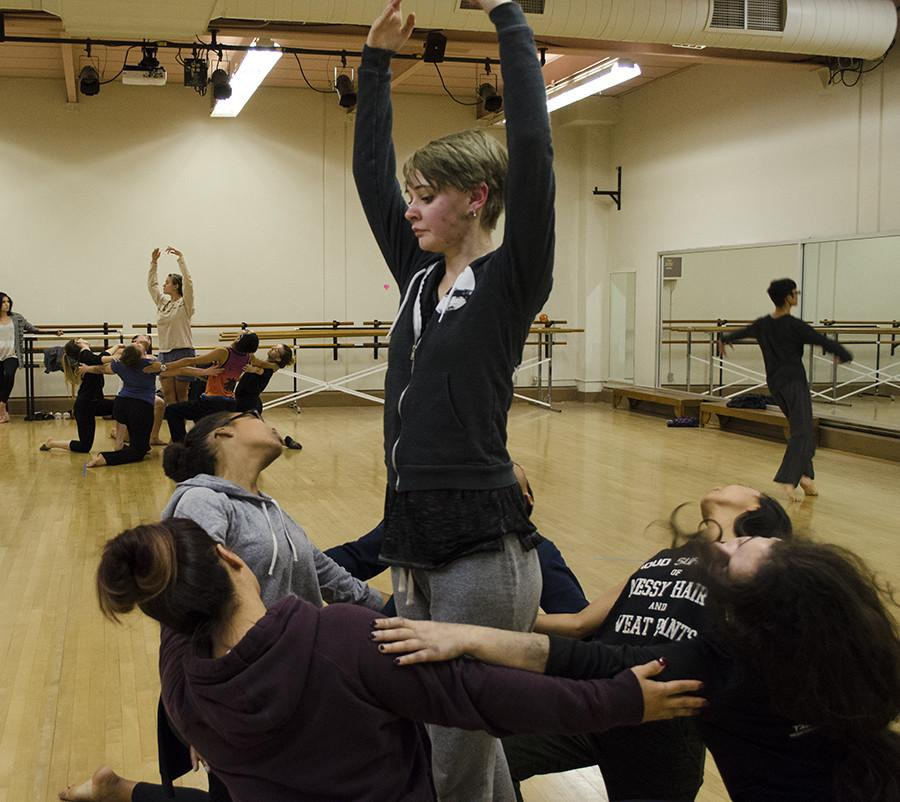 Choreographer+Justine+Johnson+practices+the+finale+along+with+other+dance+students+for+City+Dance.+Nov.+11%2C+2015.