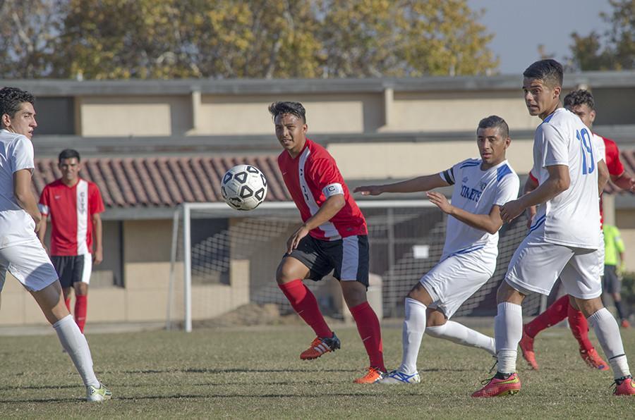 Fresno+City+College+Captain+Sergio+Segura+finds+an+opening+between+the+Solano+defense%2C+at+Ratcliffe+Sadium%2C+Saturday%2C+Nov.+21%2C+2015.+