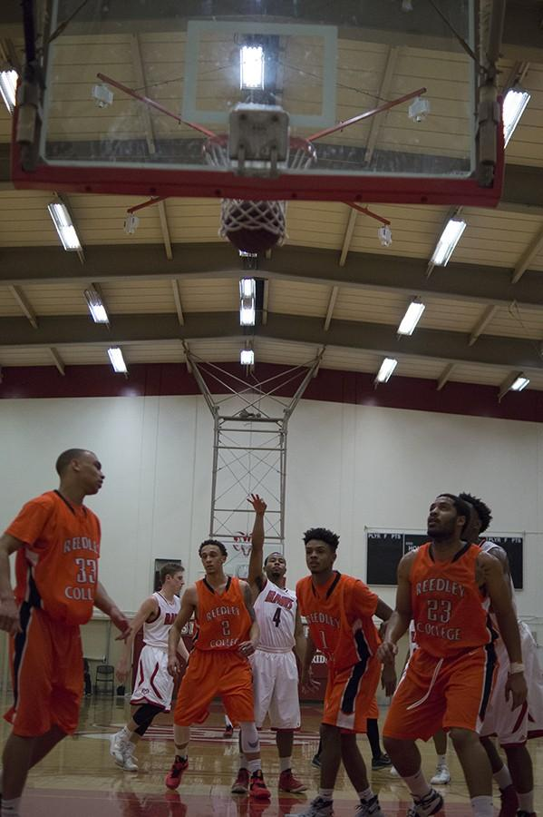 Aaron+Cameron+makes+a++free+throw+attempt+against+Reedley+College+on+Saturday%2C+Jan.+16%2C+2016.+The+Rams+won+against+Reedley+College+113-68.