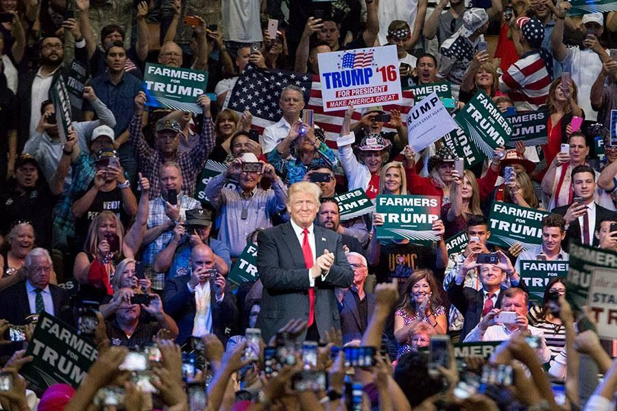 PHOTOS%3A+Donald+Trump%27s+Fresno+visit+draws+support%2C+protests