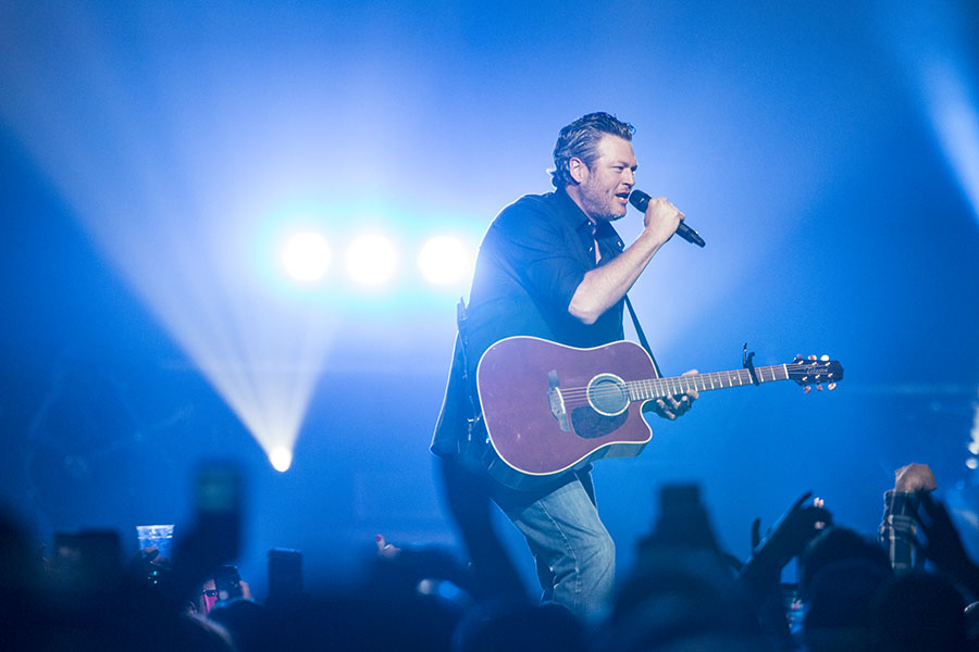 Blake Shelton serenades the crowd at the Savemart Center in Fresno on March 3, 2017  photo/ Larry Valenzuela