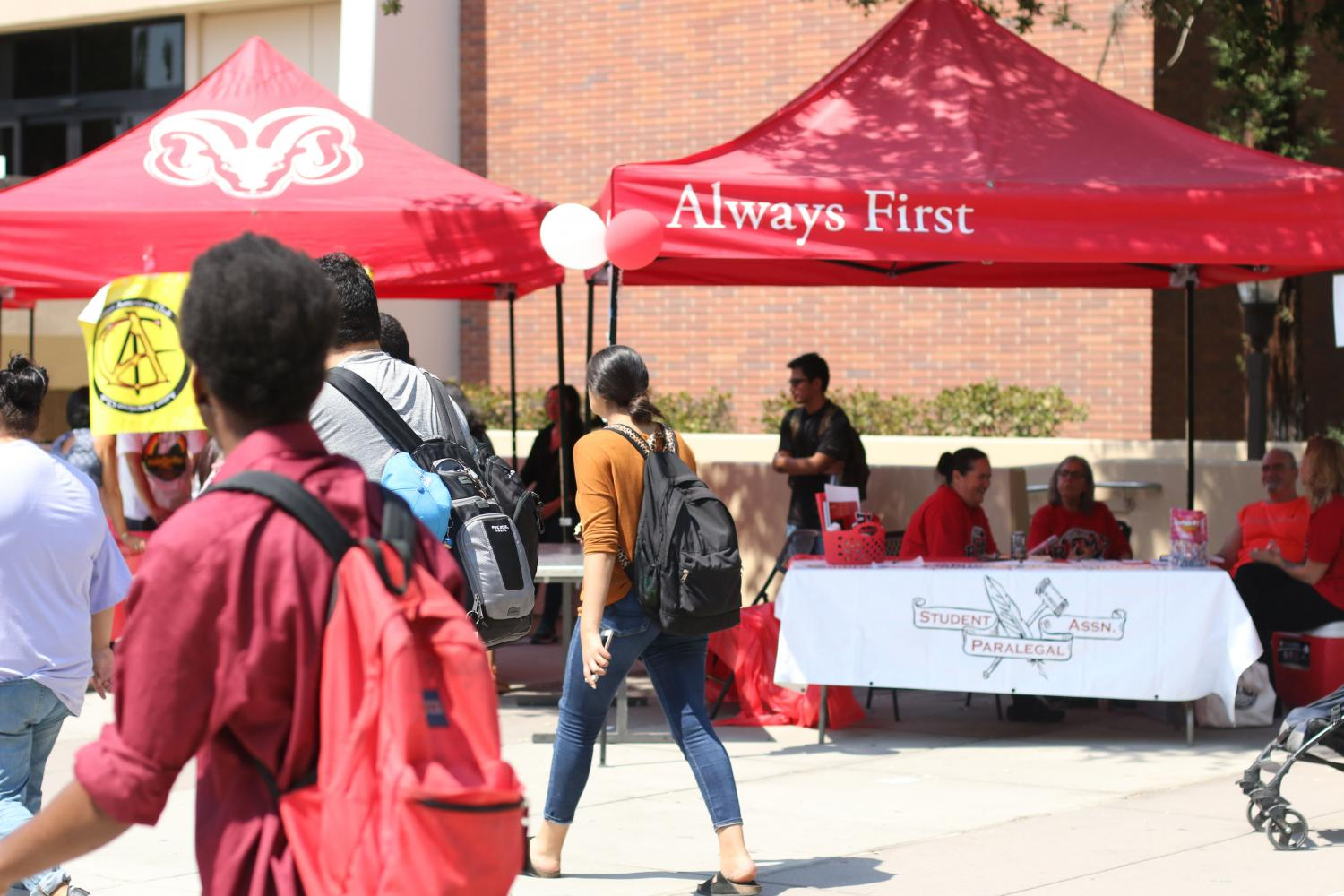 The first club rush of the fall 2017 semester outside of the library on Wednesday, Aug. 30, 2017.