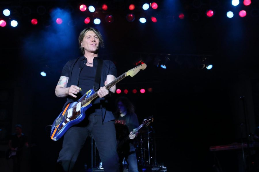 Goo+Dolls+lead+singer+John+Rzeznik+plays+for+fans+at+the+Big+Fresno+Fair%27s+Paul+Paul+Theater.
