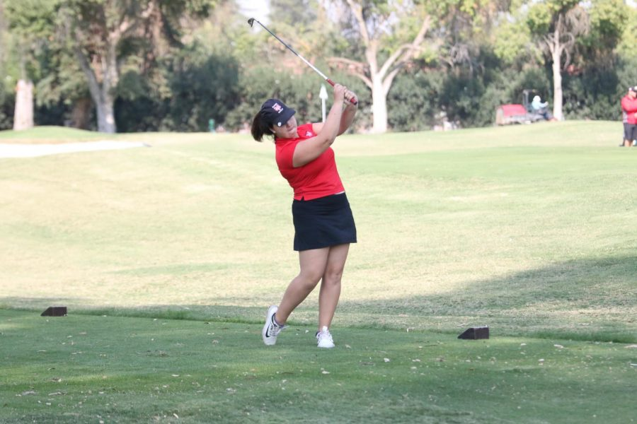 Fresno+City+College+golfer+Katelin+Eickholt+drives+the+ball+off+the+tee+during+a+tournament+held+at+Sunnyside+Country+Club+on+Thursday%2C+Oct.+12%2C+2017.