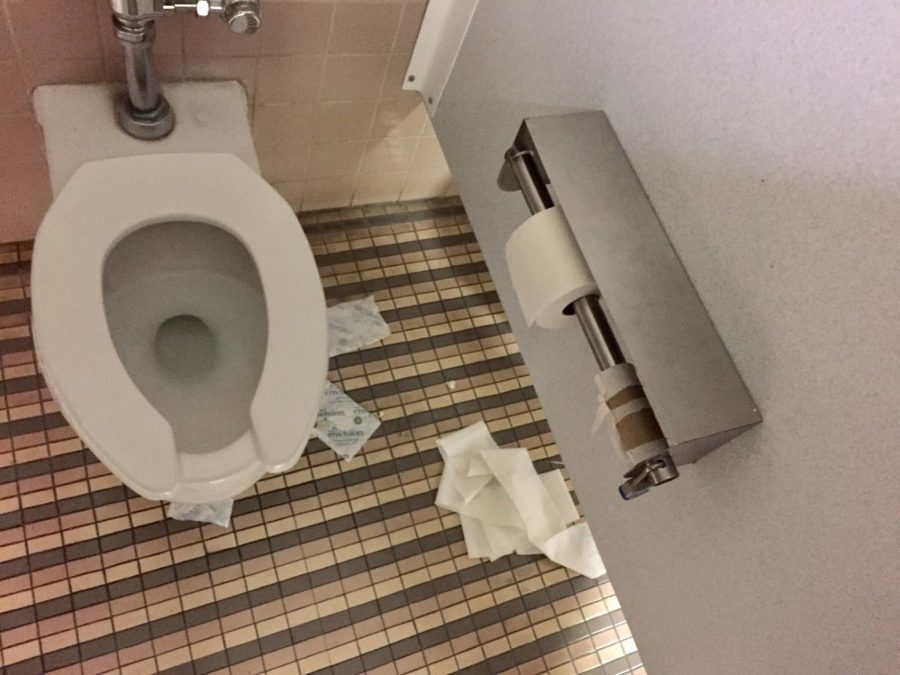 Trash+lies+on+the+floor+inside+the+middle+stall+of+the+women%27s+restroom+by+the+cafeteria%2Fstudent+lounge+on+Tuesday%2C+Feb.+13%2C+2018.