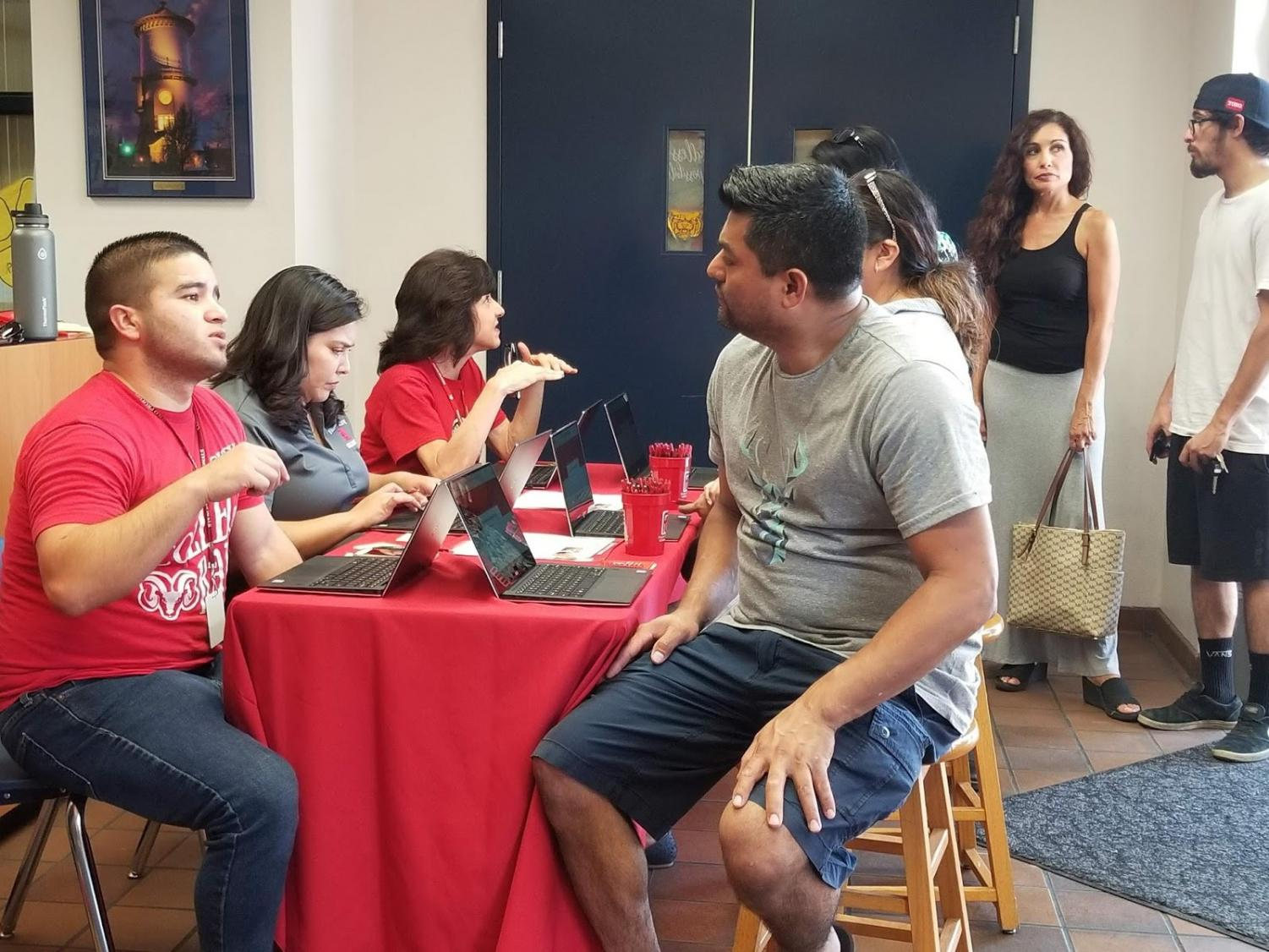 Counselors assist students at Sunnyside High school during the FCC Everywhere registration event held on Aug. 20.