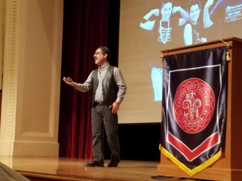 Fredi Lajvardi addresses the audience at the FCC Speakers Forum on Sept. 13.