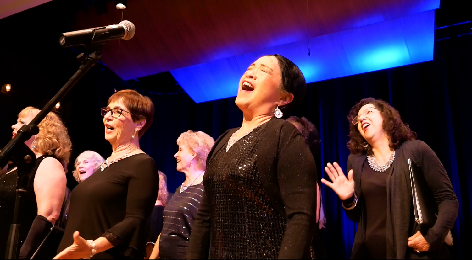 Music filled the air in the OAB during NEw Wrinkles performance on Frisay, Oct. 26, 2019. Each cast member performed a song from the 20th century