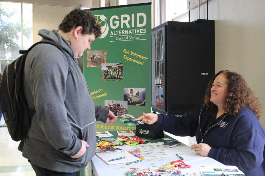 Maricela Tapia, volunteer and training coordinator of grad alternatives, recruits a possible future volunteer at the volunteer fair, Tuesday, Jan. 28, 2020.
