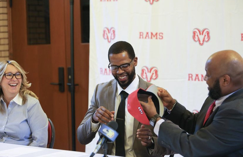 Robert Haynes (middle) is Fresno City College's new basketball coach. Haynes was hired during the summer of 2021. Photo courtesy: FCC's Instagram page